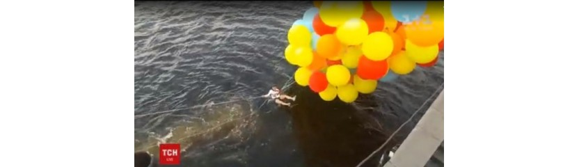 В Киеве парень на воздушных шарах пытался перелететь днепр